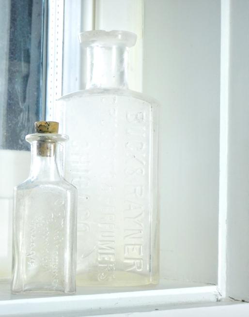 picture vintage bottles