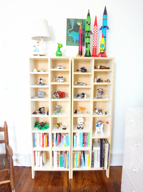 picture bookshelves toys