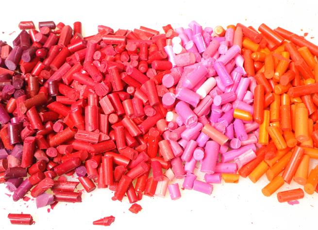 image crayons red pink
