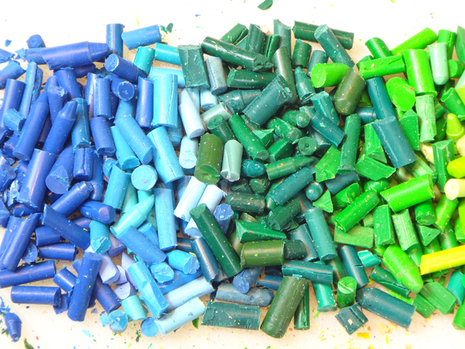 image crayons blue green