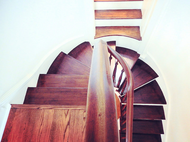 picture curved staircase